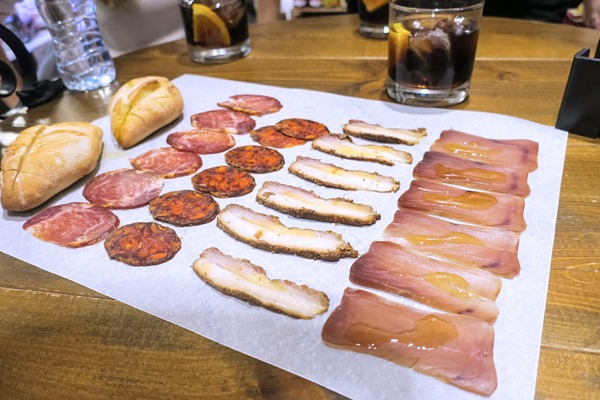 Tips For Eating Out Alone In Spain And Not Feel Awkward