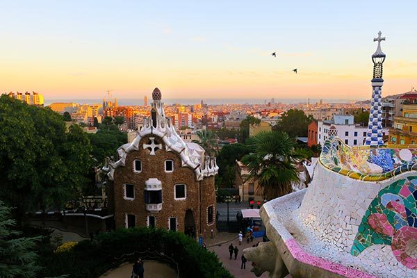 I tried the tourist bus Barcelona to see what the hop on hop off bus in Barcelona is like. Read my review and get your Barcelona bus tour discount now