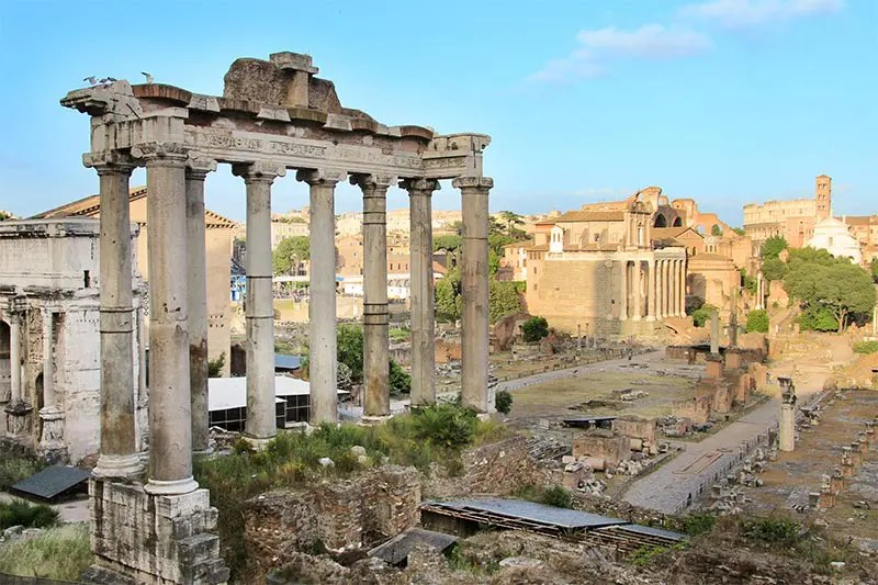 How to see Rome on a budget? I list my 9 favorite FREE things to do in Rome with practical tips on what to see and do that will not cost you any money.