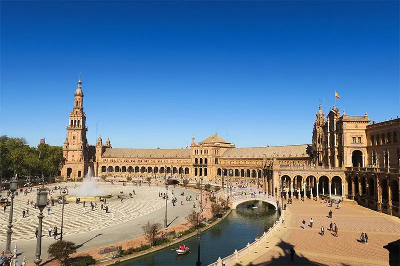 Spend 3 days in Seville Spain with my Seville City Break Itinerary for first time visitors. Find practical tips to have a splendid time in Sevilla.
