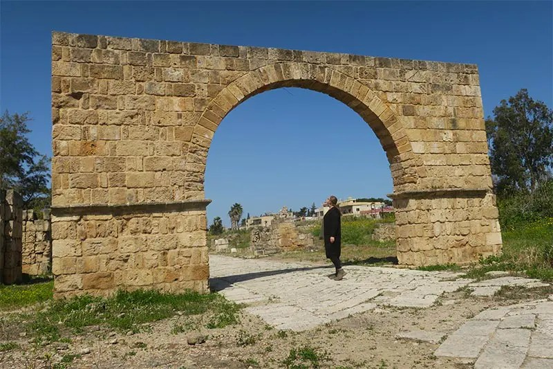 Tyre and Sidon Day Trip from Beirut Lebanon with local transport. I'll explain what to do in Tyre and how to get there on this easy day trip from Beirut