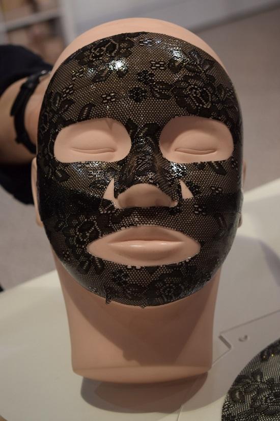Beauty Düsseldorf 2018 Spitzentuchmaske von Chiara Ambra