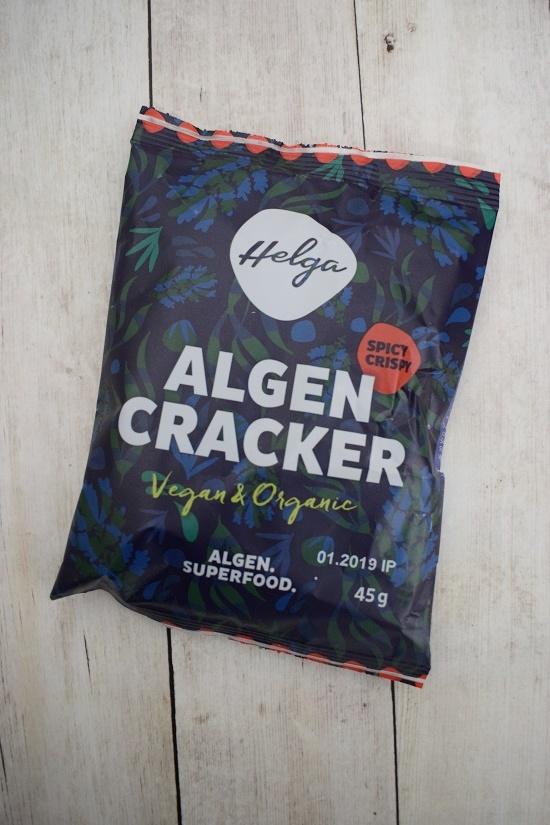 Brandnooz Genussbox Mai Tüte Helga Algen Cracker Probenqueen