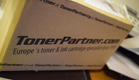Tonerpartner Karton mit Aufschrift www.tonerpartner.com