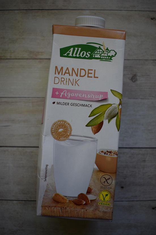 Brandnooz Box Juni 2018 Tetrapack Allos Mandel Drink plus Agavensirup www.probenqueen.de