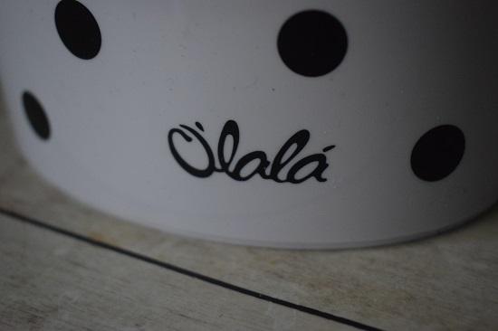 Vorratsdosen von Ólalá Olala-Schriftzug auf Dose Nahaufnahme