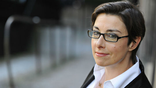 sue perkins dr who