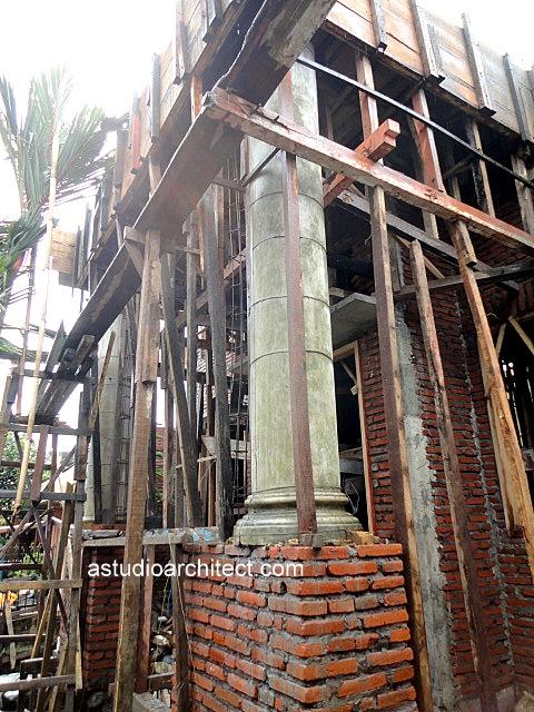 Proses pengecoran dak beton pada proses pembangunan rumah 2 lantai  Arsitektur rumah tinggal