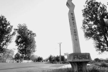 Numele orasului Faurei vine de la Faur, cel dintai cioban care s-a asezat cu turma pe aceste locuri