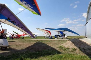 Miting aviatic pe aerodromul Vadeni