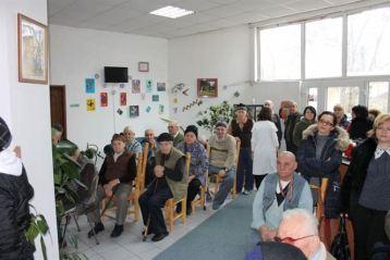 Pensionarii din doua camine de batrani au primit cadouri de Mos Nicolae