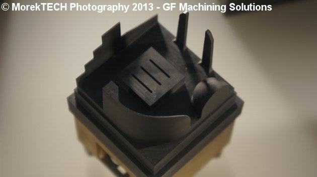 Ilustracja 3. Przykładowa elektroda grafitowa do obróbki EDM - zdjęcie wykonane w centrum szkoleniowym GF Machining Solutions.