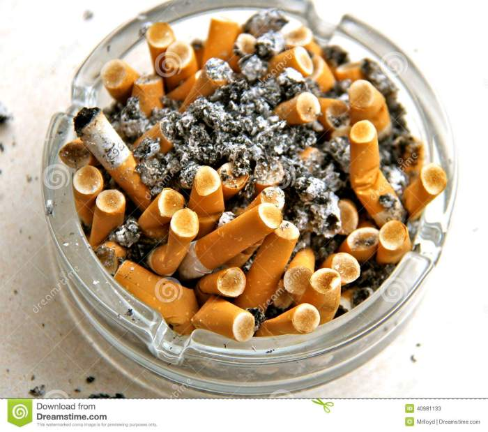 ashtray-full-off-cigarettes-dirty-used-40981133