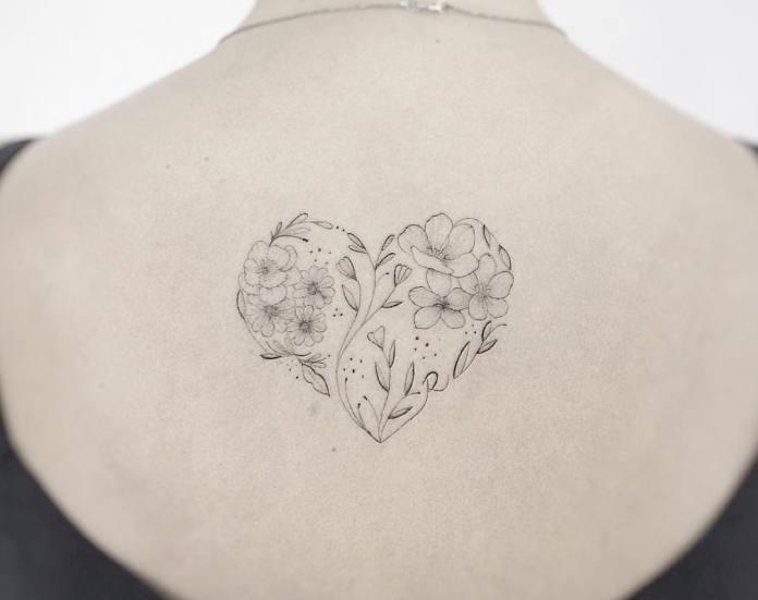 tatuaje de espalda blanco y negro