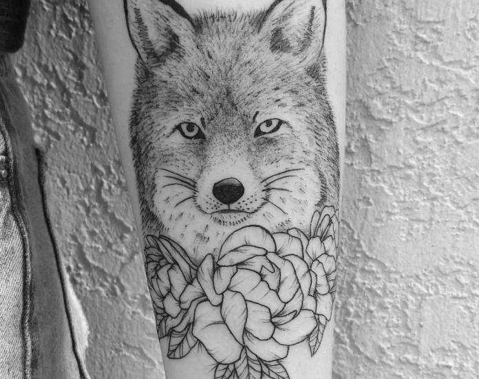 tatuaje de lobo para mujeres