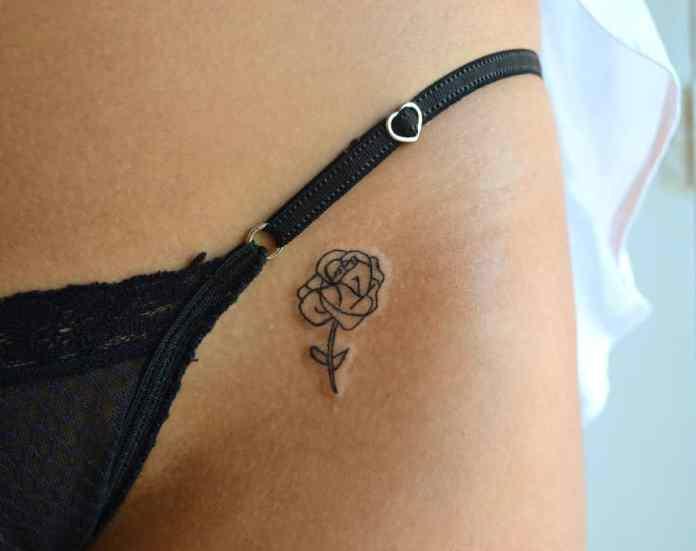 tatuaje de cintura muy sexi