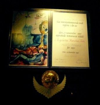 Rigoberta Menchu diploma
