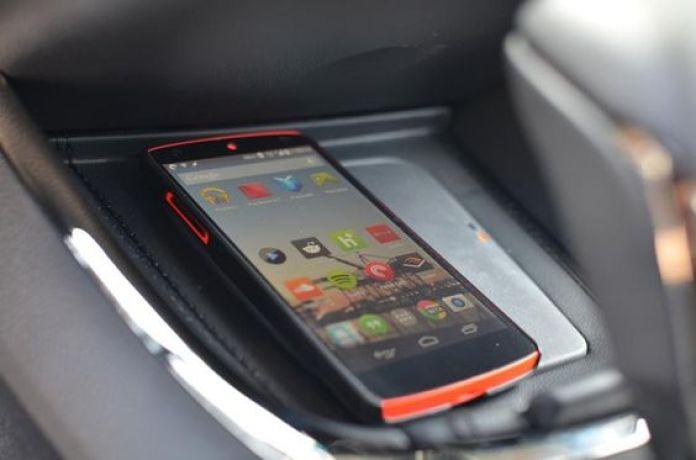 cargar tu telefono en el carro