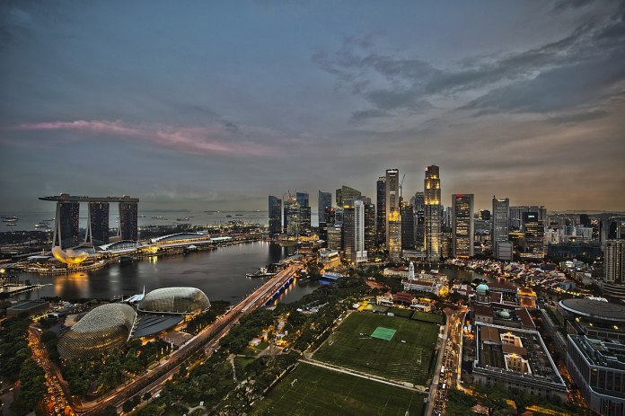 1200px 1 singapore city skyline dusk panorama 2011