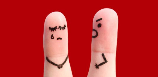 dedos con violencia psicológica