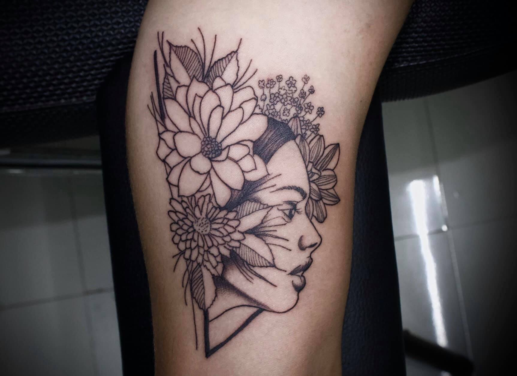 Tatuajes aesthetic en blanco y negro 27