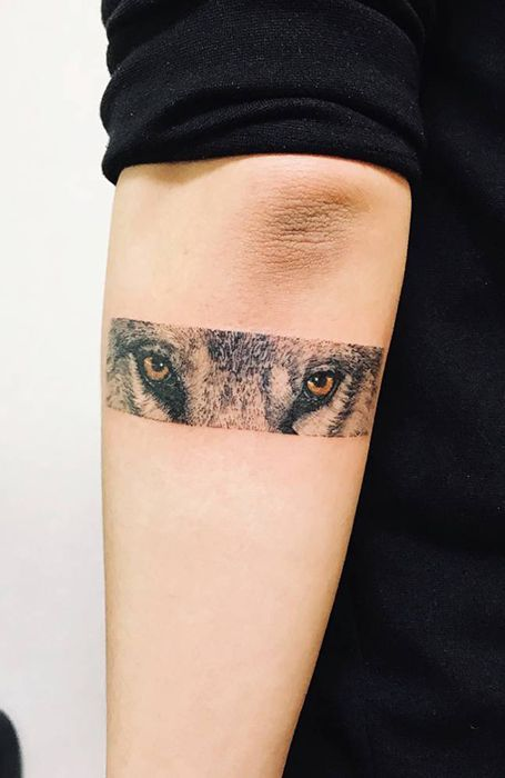 Tatuajes minimalistas de lobos 5