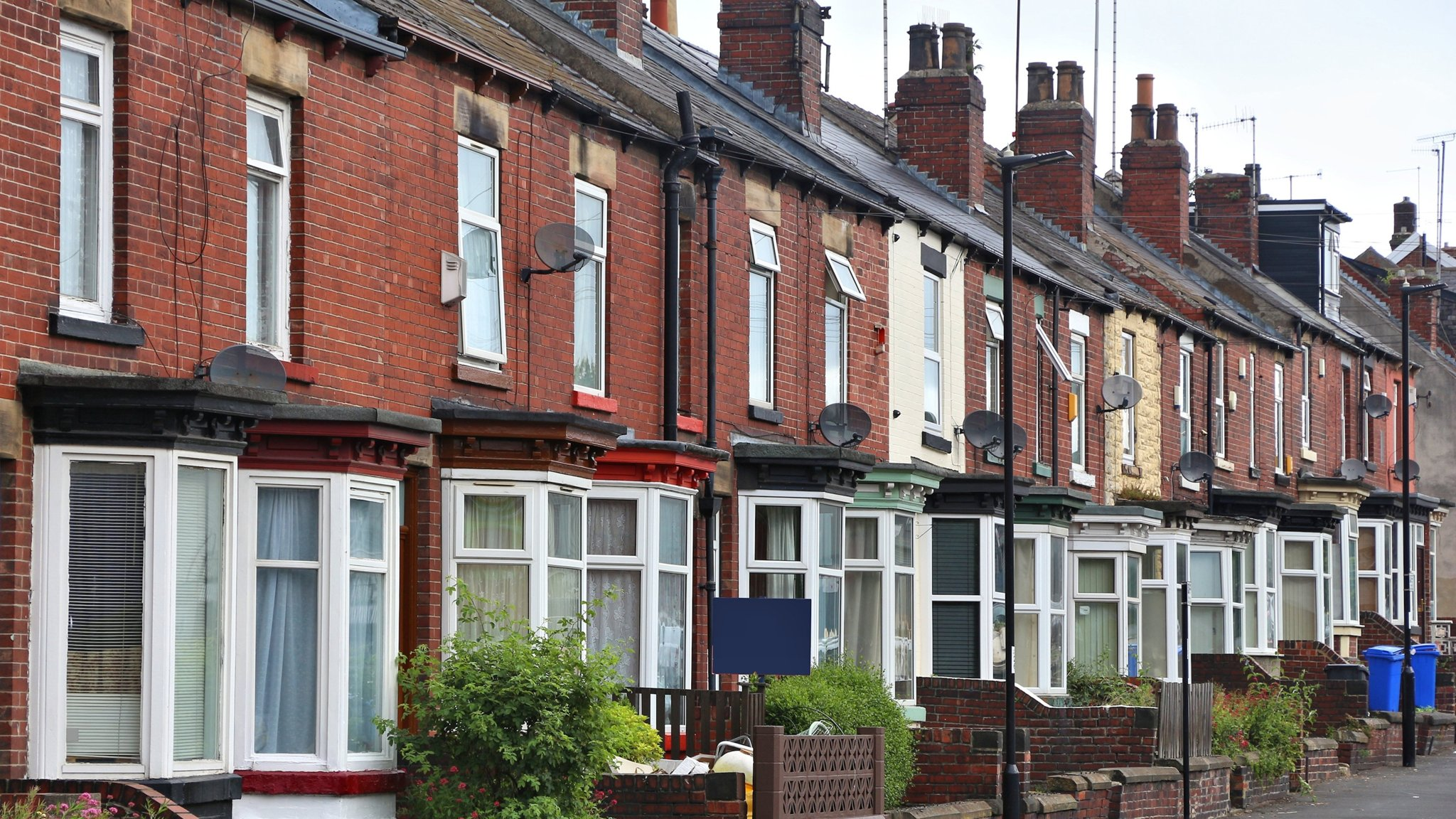 Coronavirus fears hit UK property market as viewings dry up ...