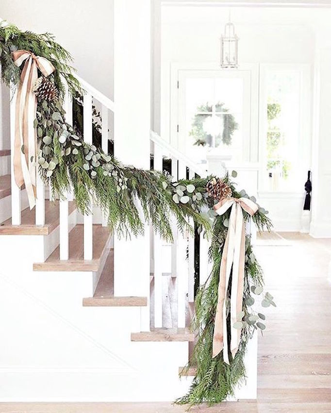 becki-owens-holiday-greenery-banister