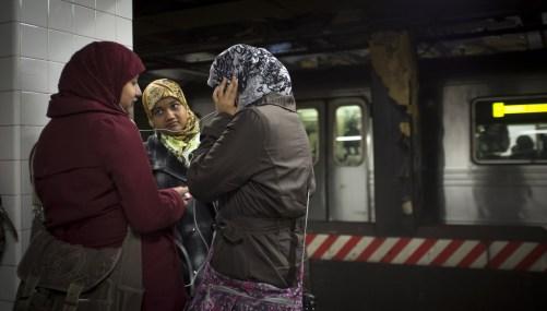 muslim-girls-subway-nyc