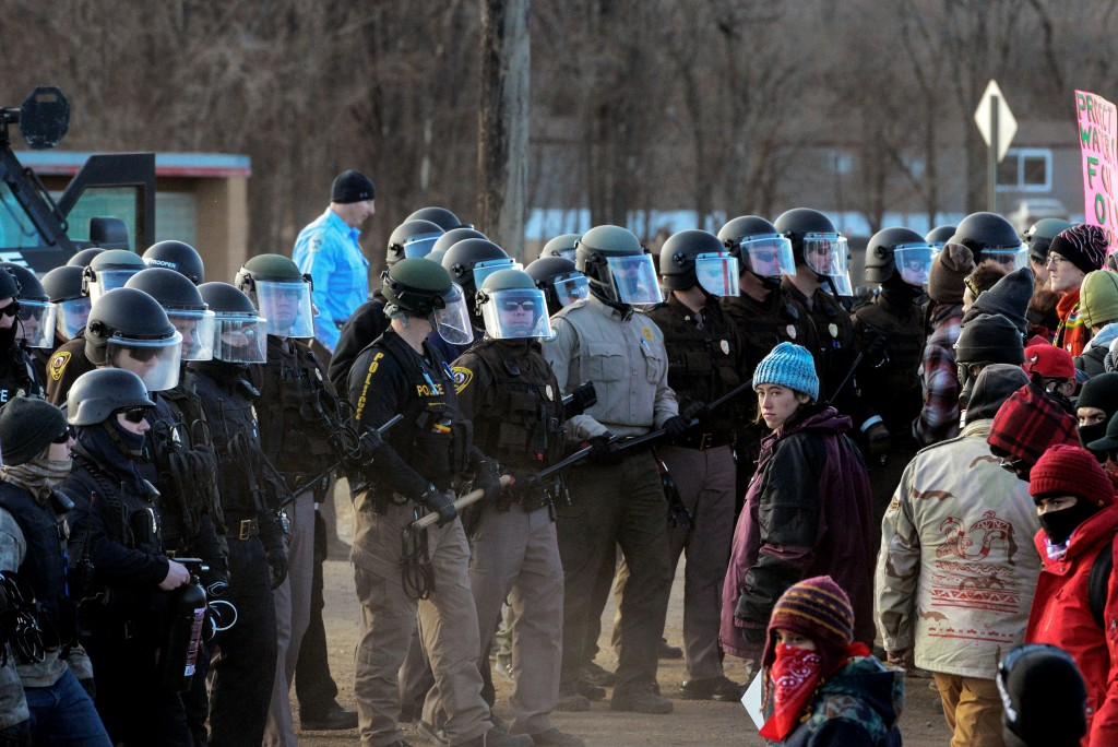 Protesters face off with police during a protest in Mandan against plans to pass the Dakota Access pipeline near the Standing Rock Indian Reservation, North Dakota, U.S. November 15, 2016. REUTERS/Stephanie Keith - S1BEUNBLLNAB