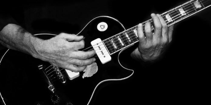 Guitarra um dos instrumentos mais famosos e mais tocados