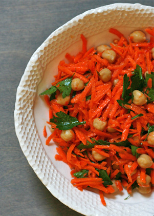 Spicy Carrot Salad with Chickpeas and Parsley