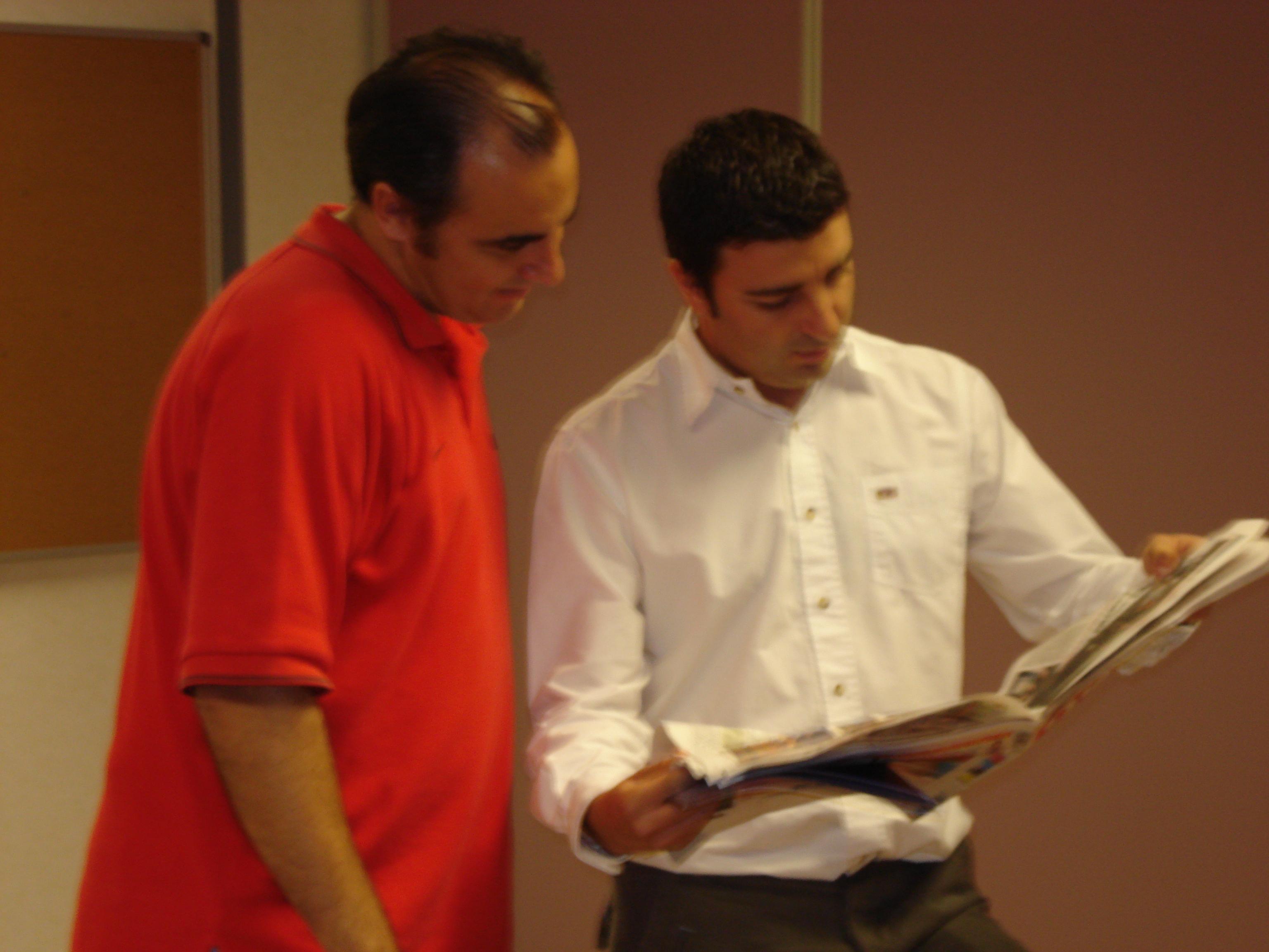 Julián Burgos (a la derecha) y el profesor de la UMH, José Luis González