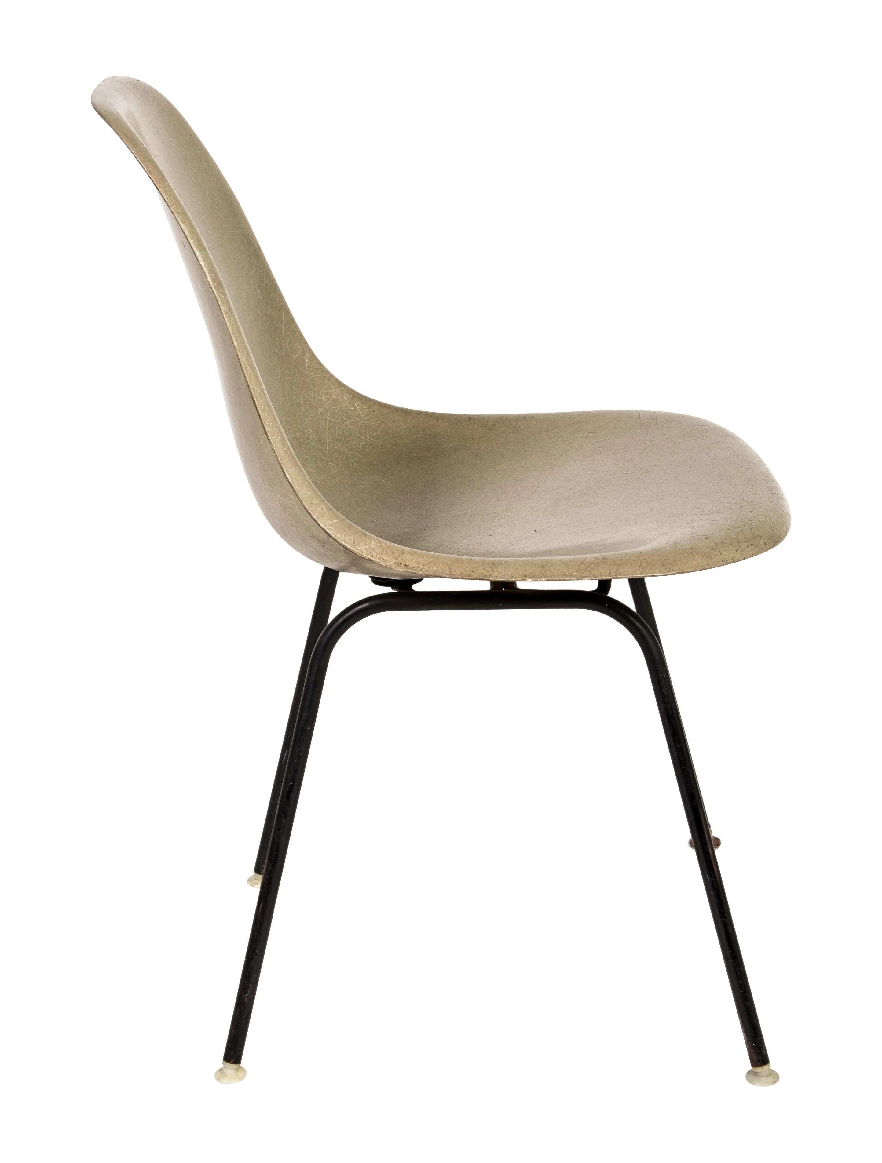 Herman Miller Vintage Eames Molded Fiberglass Chair