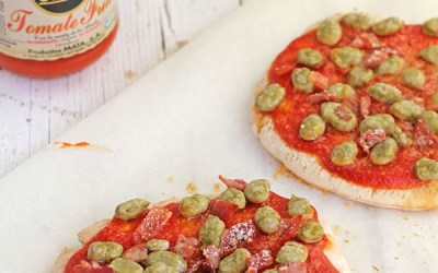 [Receta] Pizzas rápidas de tomate frito MATA y habas fritas MATA