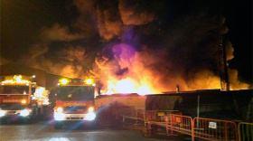 Foto del Mundo - Incendio con disolventes