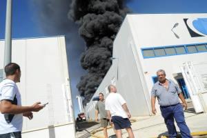 Incendio almacenamiento de cauchos - Foto de LaVerdad.es