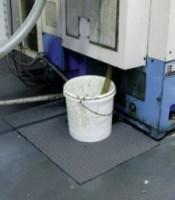 La prevención empieza con la limpieza correcta con absorbentes industriales