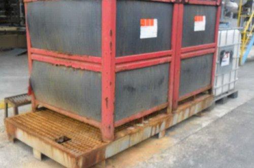 Un cubeto de acero es muy mala elección para almacenar ácido sulfúrico
