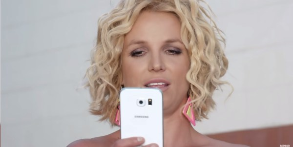 Samsung Galaxy S6 - Pretty Girls Britney Spears & Iggy Azalea Official Music Video