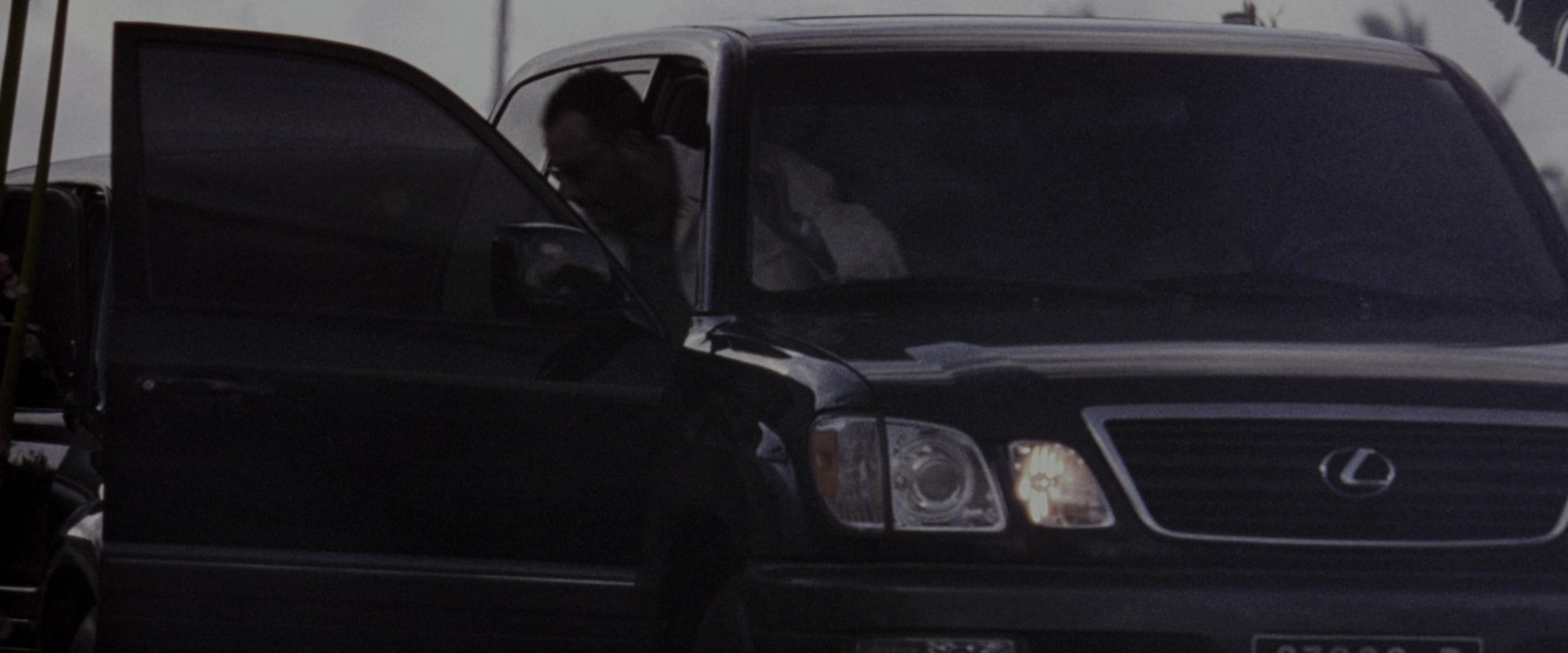 hight resolution of lexus lx 470 suv in godzilla 1998