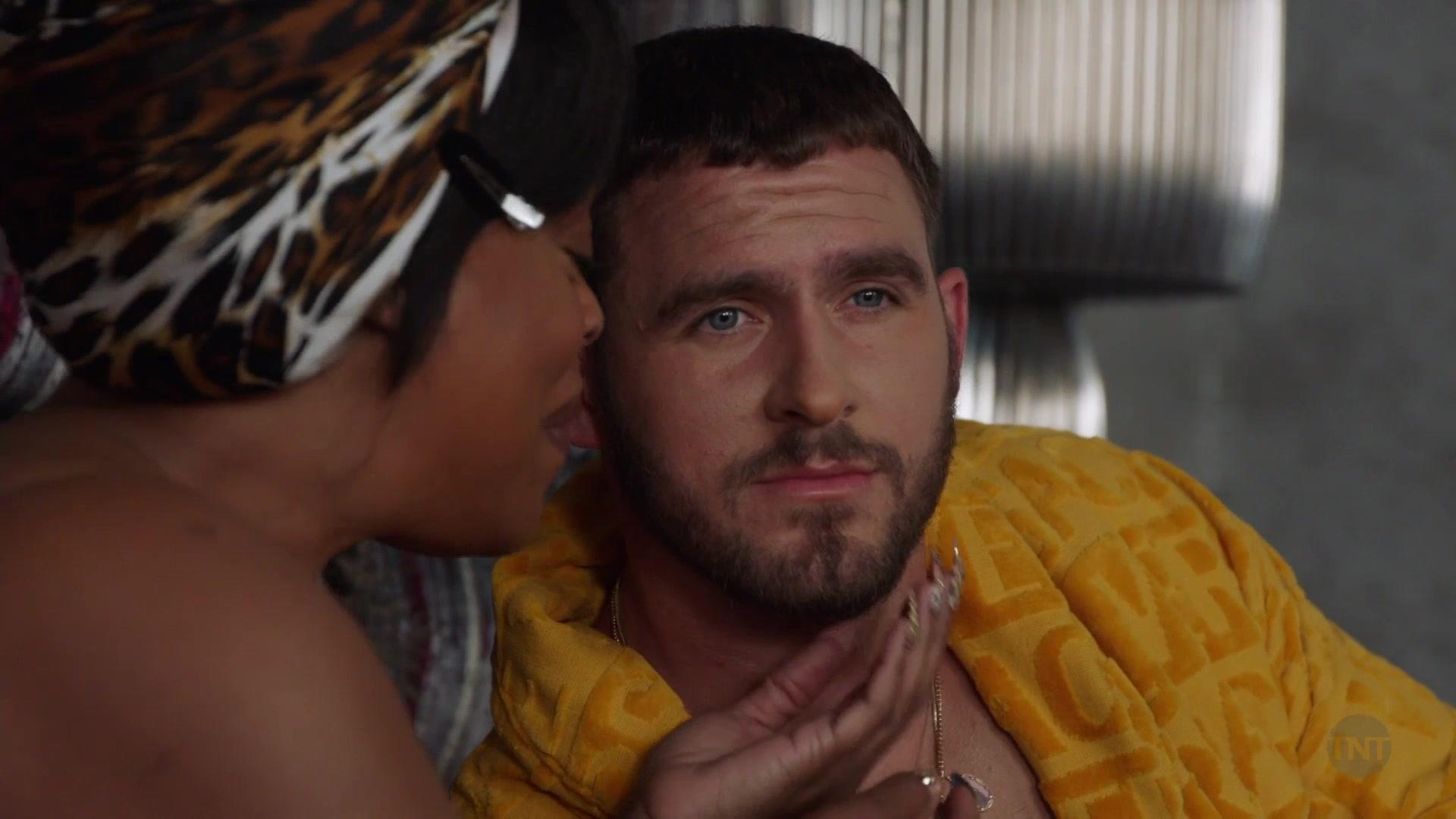 Versace Yellow Bathrobe Worn By Jack Kesy As Roller Husser In Claws - Season 3. Episode 10. Finna (2019)