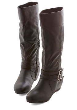 especially splendid boot in black (modcloth)
