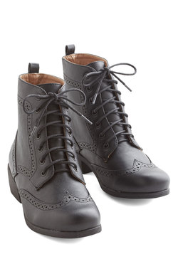 Boots & Booties - Evening Exploring Boot in Black