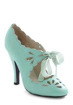 Vintage Wedding Style - Dainty Dramatist Heel in Mint