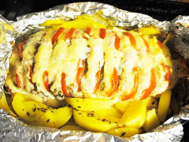 Thịt lợn với một củ khoai tây dưới dạng sóng hài