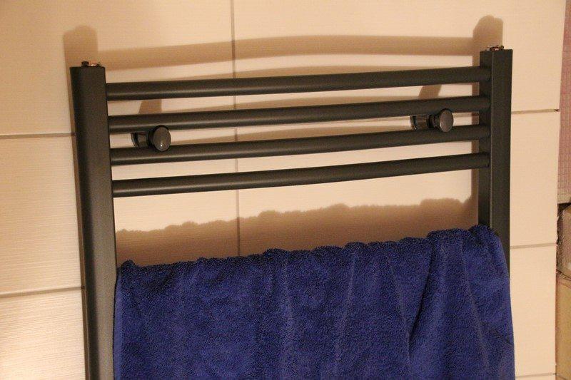 elektrischer handtuchheizk rper von hudson reed im test. Black Bedroom Furniture Sets. Home Design Ideas