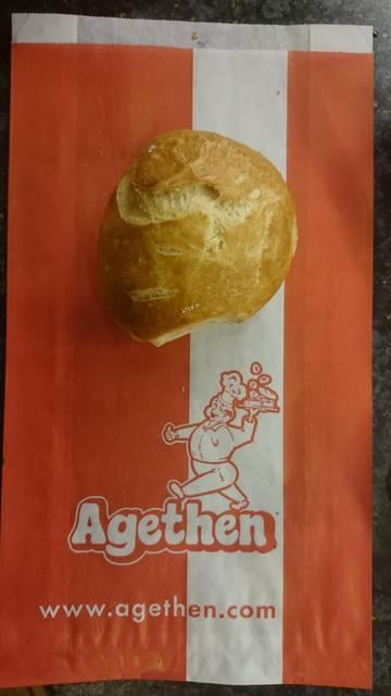 Dies ist ein Produktbild der Bäckerei Agethen aus Oberhausen. Einer Handwerksbäckerei. Produkt: Rosenbrötchen Aufnahme in der totalen Ansicht