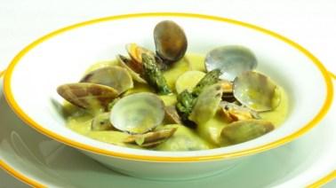 supa crema de sparanghel cu scoici