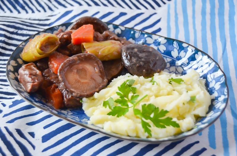 Foto van onze winterse shiitake stoofpoot. Gemaakt met shiitake en miso.